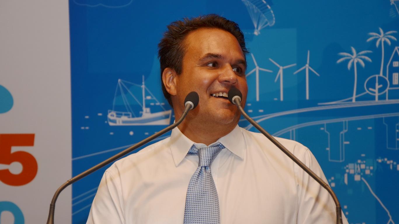 Le sénateur Didier Robert, président de la Région Réunion, lors de ses vœux à la presse : « La plateforme aéroportuaire de Pierrefonds doit devenir la première plateforme d'exportation de La Réunion. » - Philippe Stéphant
